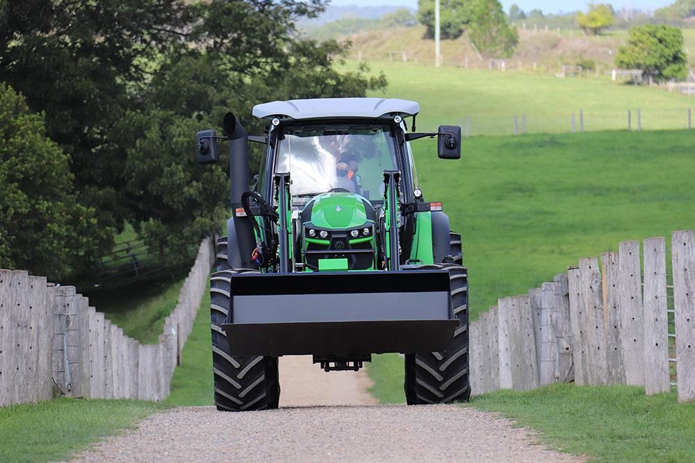 Трактор Agrotron 6215G